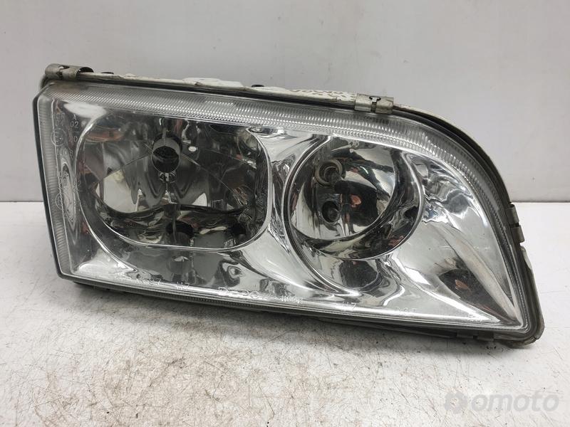 Volvo S40 V40 LIFT PRZEDNIA LAMPA PRAWA europa