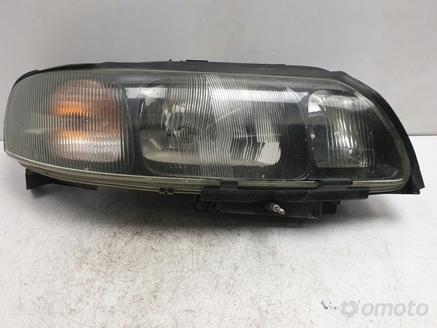 Volvo S60 V70 XC70 PRZEDNIA LAMPA PRAWA europa