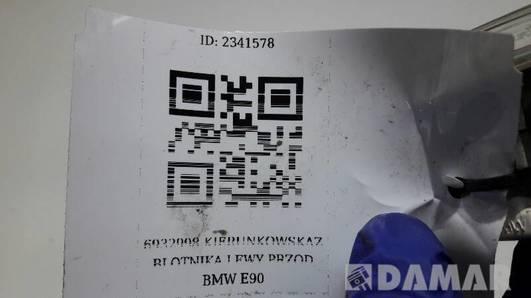 6932998 KIERUNKOWSKAZ BLOTNIKA LEWY PRZOD BMW E90