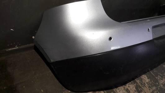 1K6807421AM ZDERZAK TYLNY PDC VW GOLF V  SREBRNY