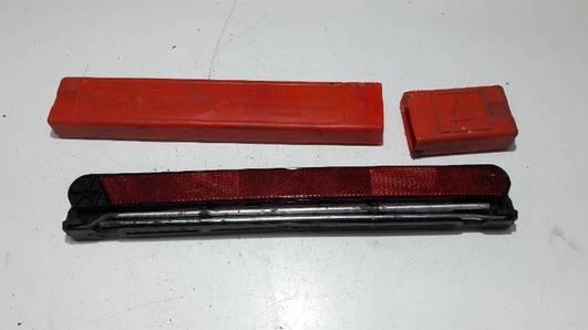 8D9860251B TROJKAT OSTRZEGAWCZY AUDI A4 B5
