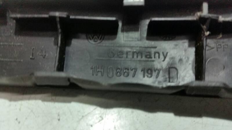 1H0867197 NAKLADKA DRZWI LEWY PRZOD VW VENTO 93R