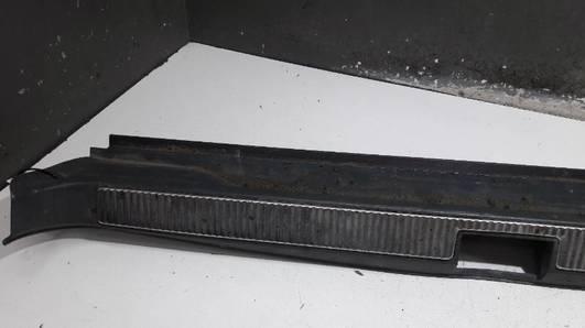 8D9863471B LISTWA OSLONA BAGAZNIKA AUDI A4 B5