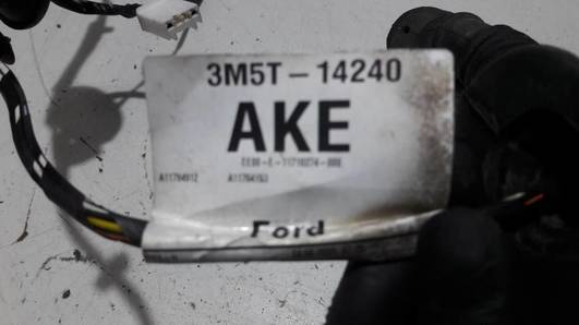 3M5T-14240AKE WIAZKA DRZWI LEWY TYL FOCUS MK2