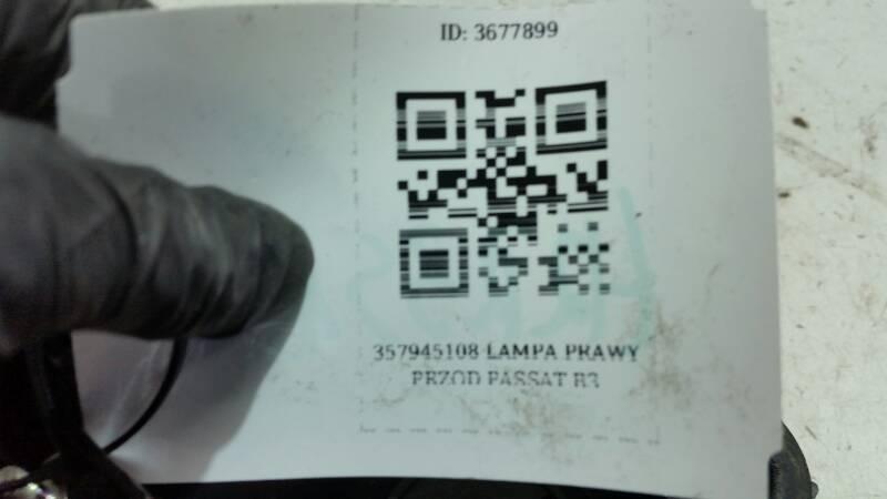 357945108 LAMPA PRAWY TYL PASSAT B3