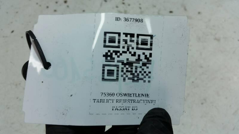 75360 OSWIETLENIE TABLICY PRAWY TYL PASSAT B3