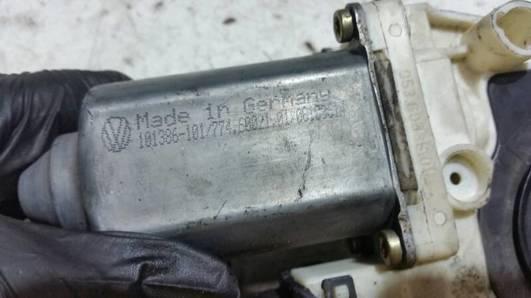 101386101 SILNICZEK SZYBY PRAWY PRZOD VW SEAT