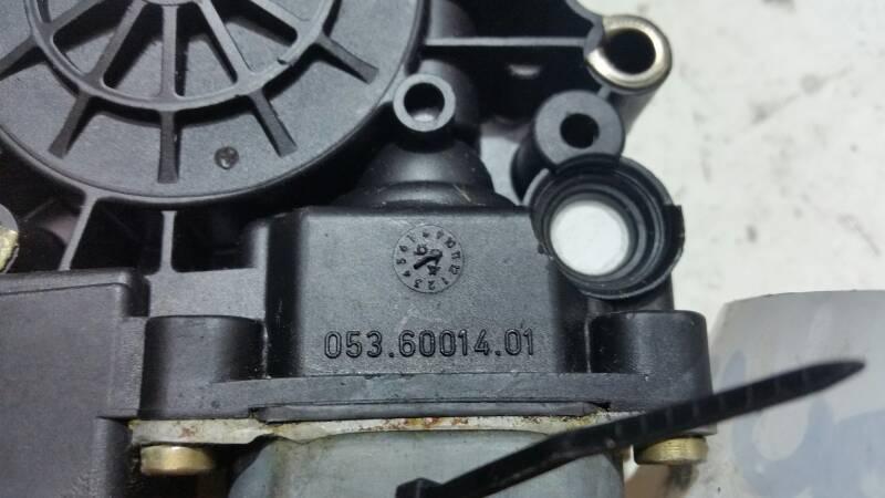 0536001401 SILNICZEK SZYBY PRAWY PRZOD AUDI A4 B5