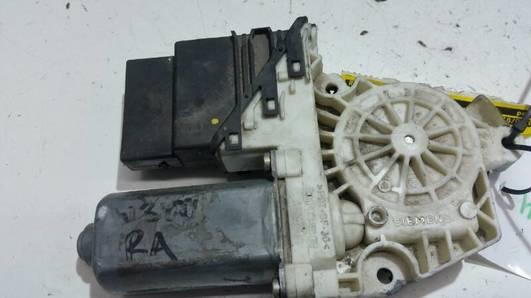 101438202 SILNICZEK SZYBY PRAWY TYL VW GOLF 97R IV
