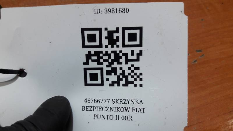 46766777 SKRZYNKA BEZPIECZNIKOW FIAT PUNTO II 00R
