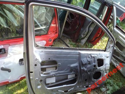 Toyota Yaris 3drzwi drzwi lewe przód przednie 1998